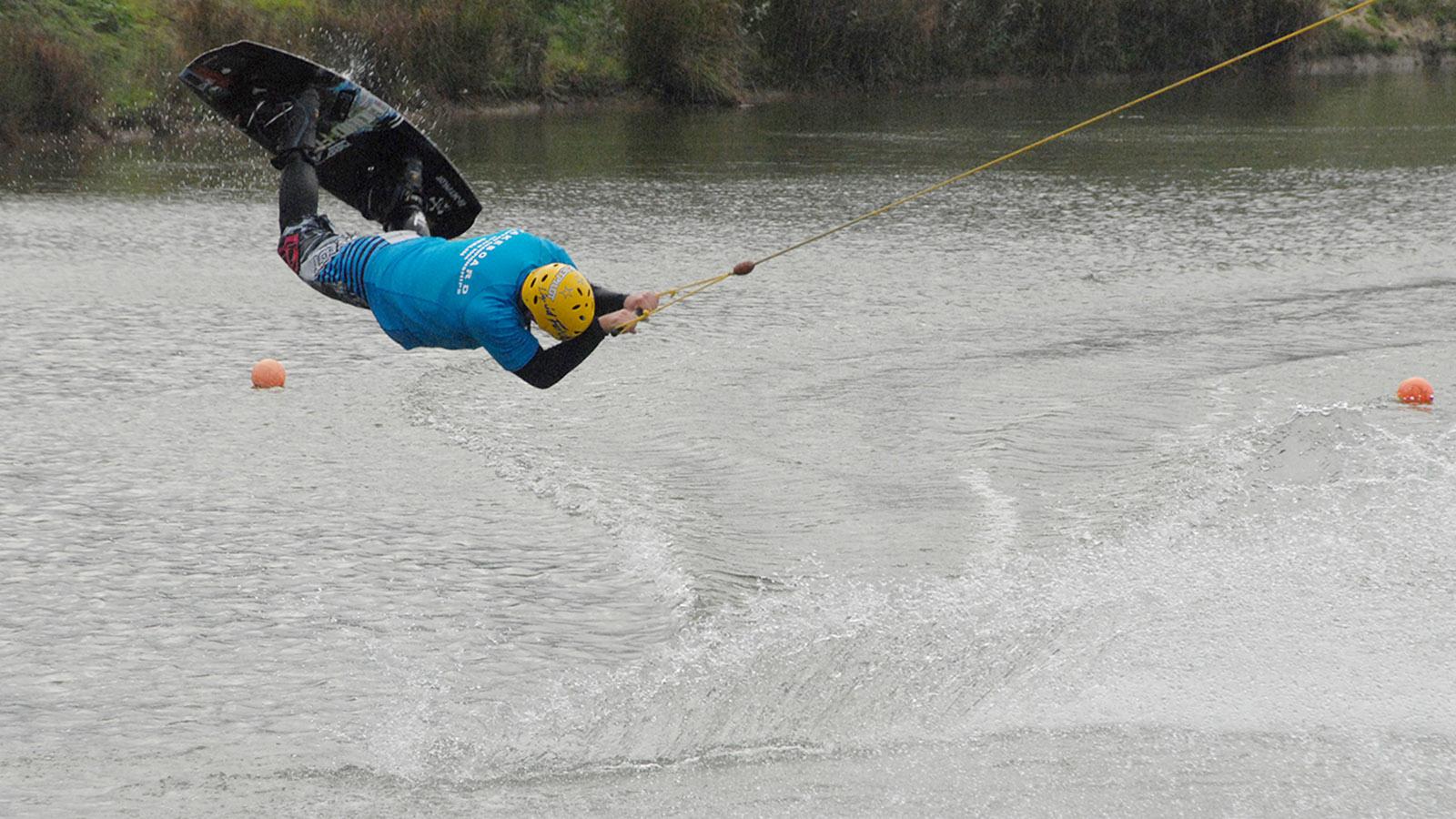 Sorgt für Adrenalinkicks: die Wakeboard- und Wasserski-Anlage von Damp. Foto: Hilke Maunder