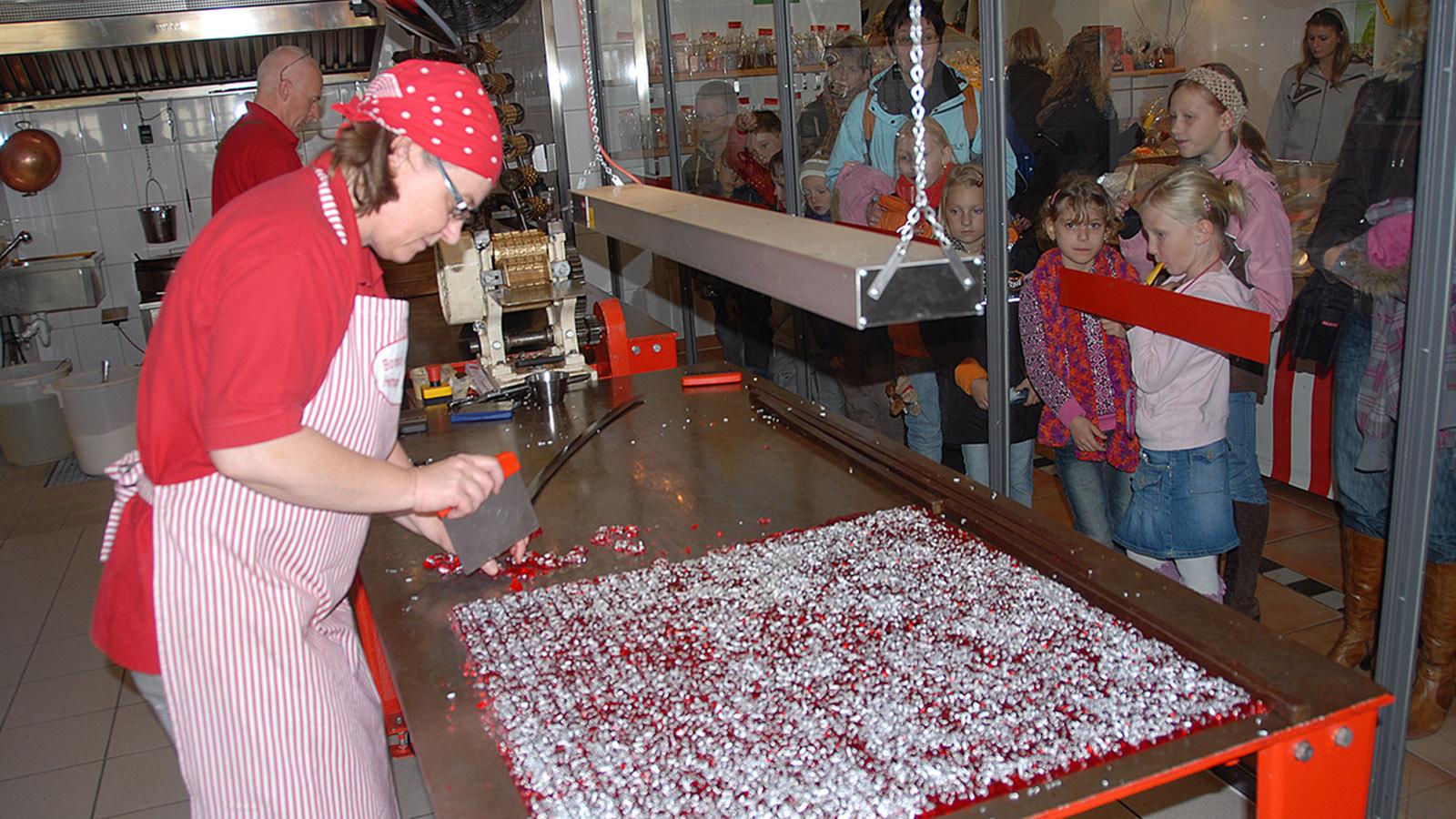 Bonbonkocherei: zugucken, wie Bonbons entstehen. Foto: Hilke Maunder