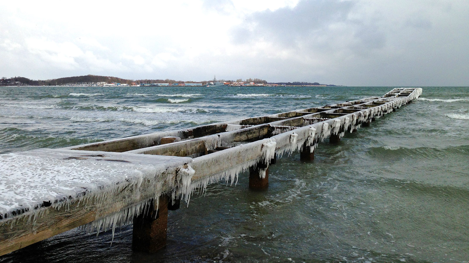 Die Ostsee bei Eckernförde im Januar 2013. Foto: Hilke Maunder