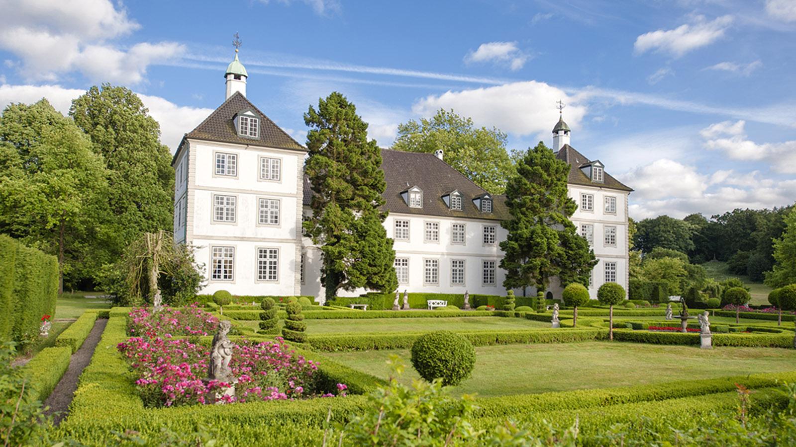 Das Gutsschloss von Gut Panker. Auch dort führt eine Nordic-Walking-Route vorbei. Foto: Hilke Maunder