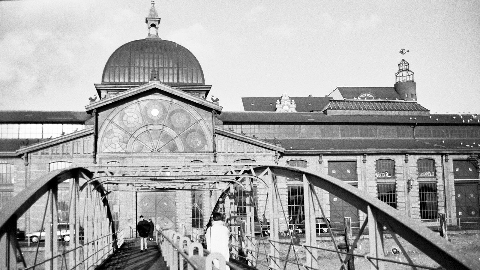Hamburger Hafen: Die Fischauktionshalle lädt sonntags zum Brunch. Foto: Hilke Maunder