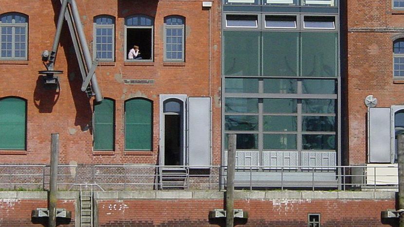 Hamburger Hafen: Die Revitalisierung des nördlichen Elbufers lockt Besucher und Einheimische wieder an den Hafenrand. Früher war hier ein berüchtigster Straßenstrich. Foto: Hilke Maunder
