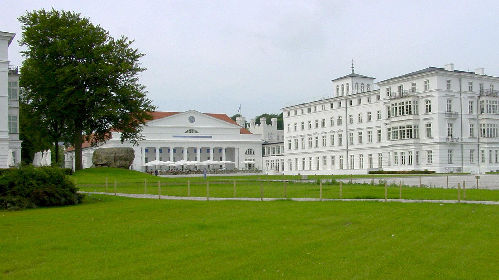 Heiligendamm: Kurhaus und Haus Mecklenburg (r.). Foto: Hilke Maunder