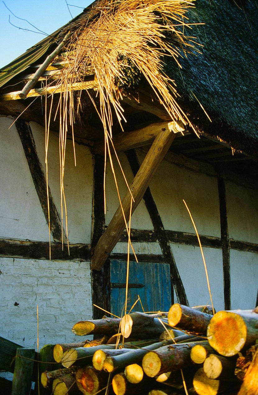 Holz: bäuerlicher Dreiklang am Peenestrom. Foto: Hilke Maunder
