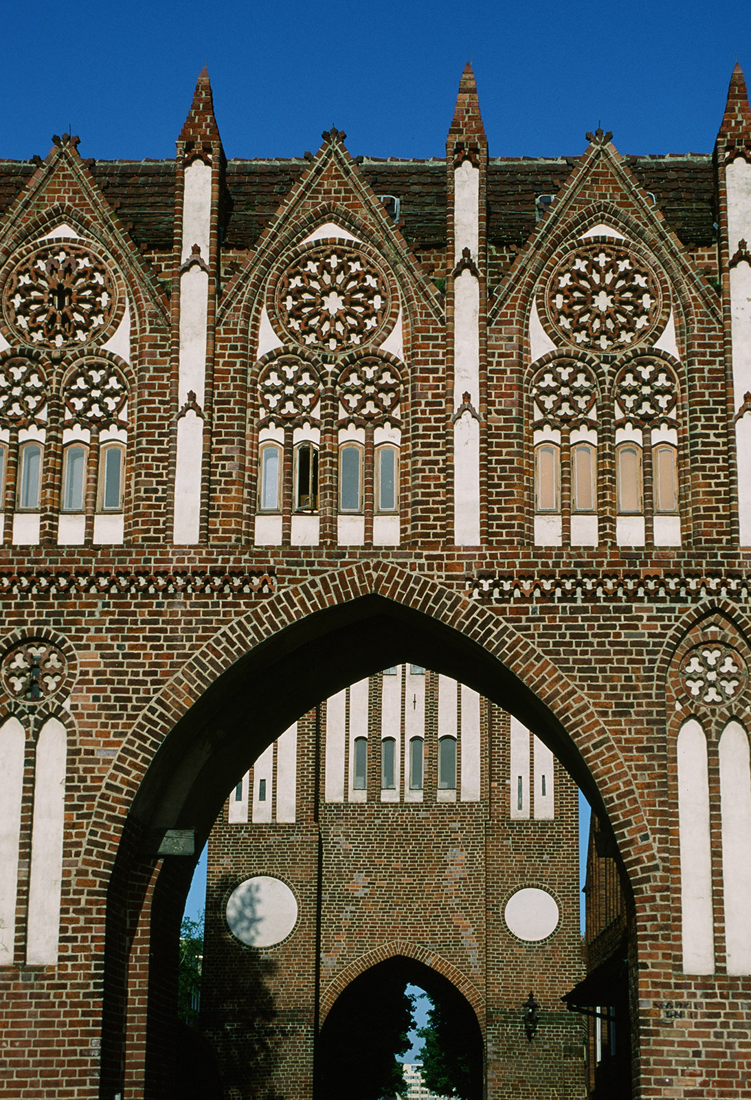 Musterbau der Backsteingotik: das Treptower Tor. Foto: Hilke Maunder