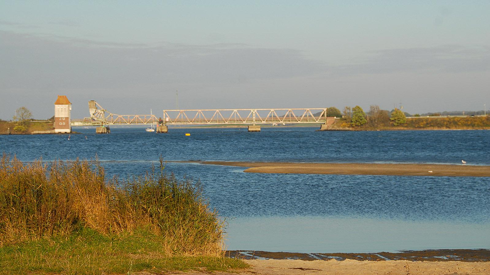 Bahnbrücke an der Schlei. Foto: Hilke Maunder