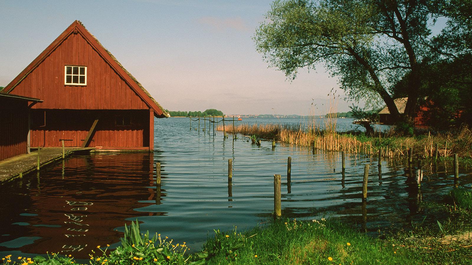 Wildes Mecklenburg, Schwerin-Mueß: Bootshaus am Großen Schweriner See. Foto: Hilke Maunder