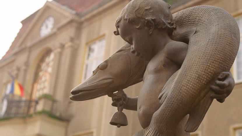 """Fritz-Reuter-Denkmal zum """"Hecht von Teterow"""". Foto: Hilke Maunder"""
