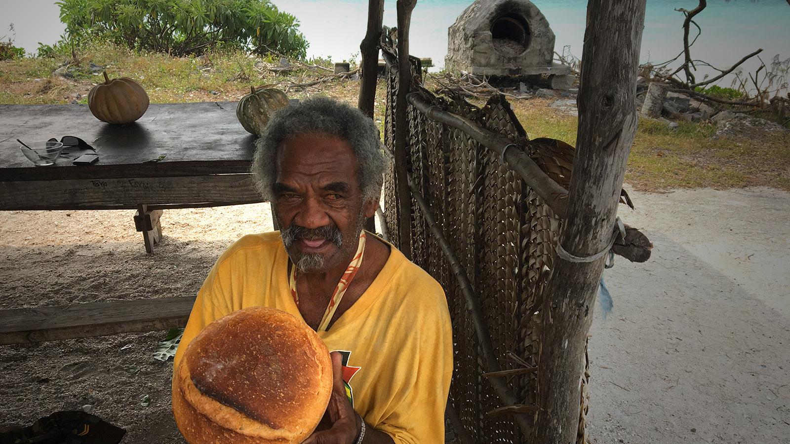 Direkt an der Inselhauptstraße verkauft dieser Bäcker Holzofenbrote. Foto: Hilke Maunder