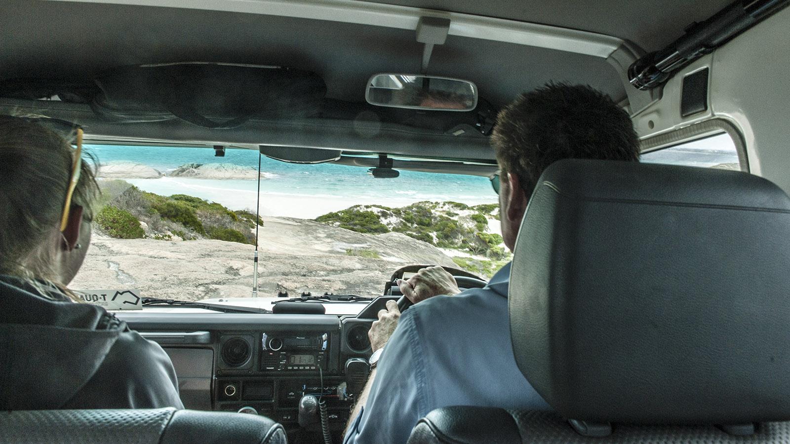 Wilder Süden: Adrenalinkick garantiert: mit dem Jeep hinauf und hinauf durch das Dünenland beim Wylie Head. Auch den Granitkoloss erklamm unser Jeep... Foto: Hilke Maunder