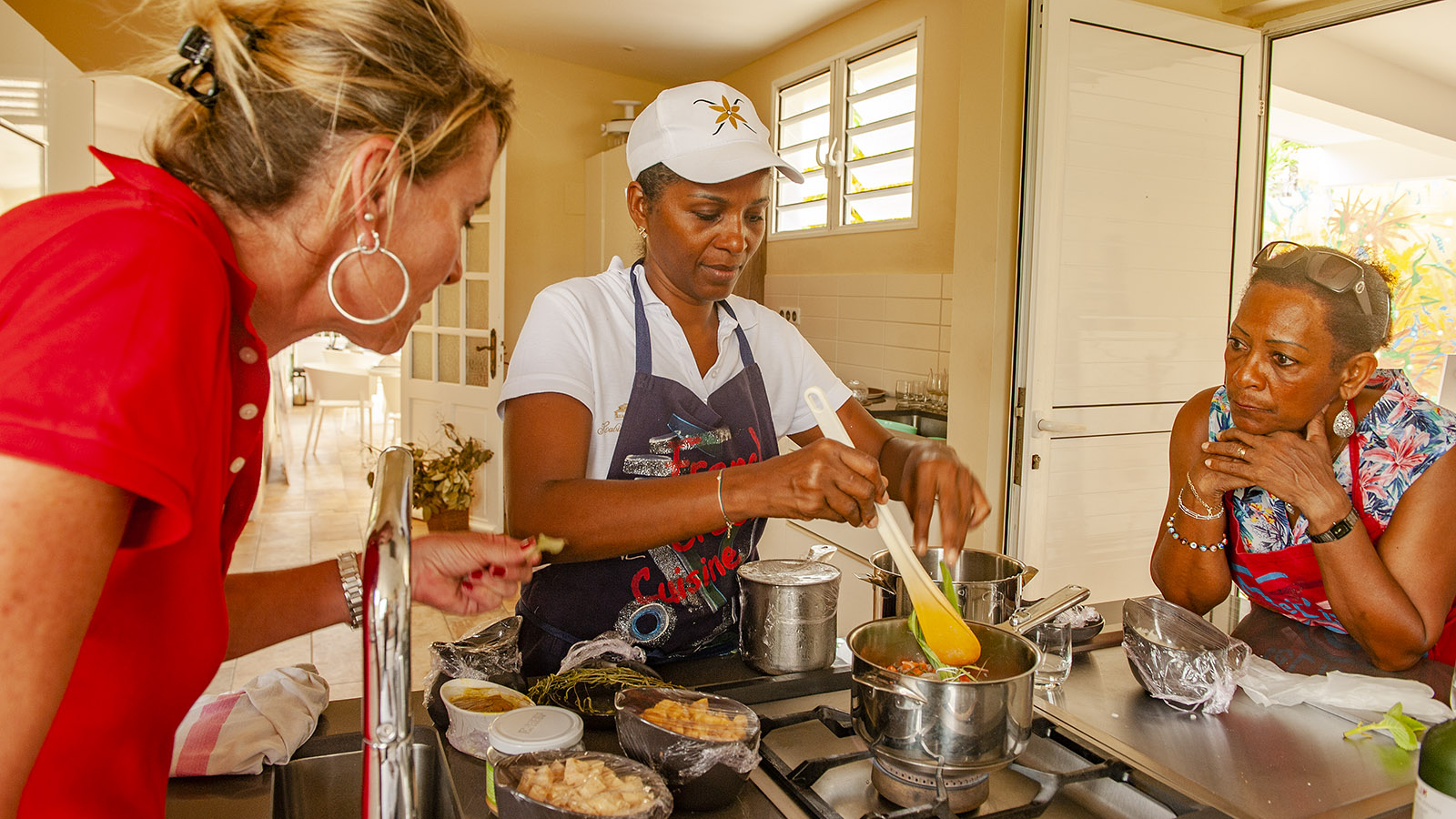 Martinique. Claire-Marie mit einer Kochgruppe. Foto: Hilke Maunder