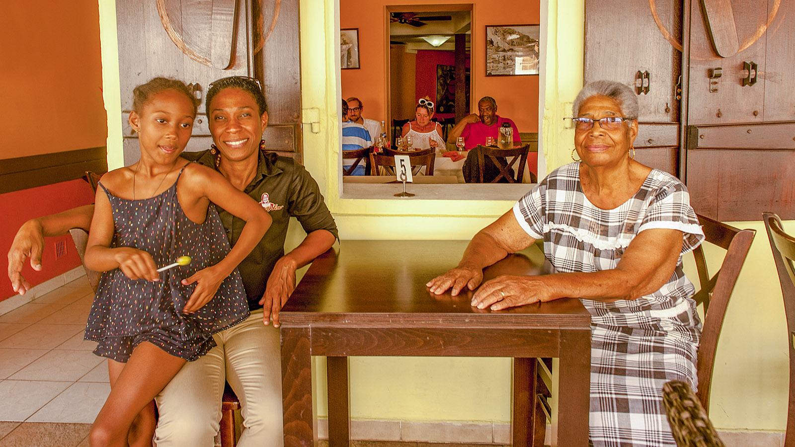 Martinique. Tante Arlette (r.) mit Tochter und Enkelin. Foto: Hilke Maunder