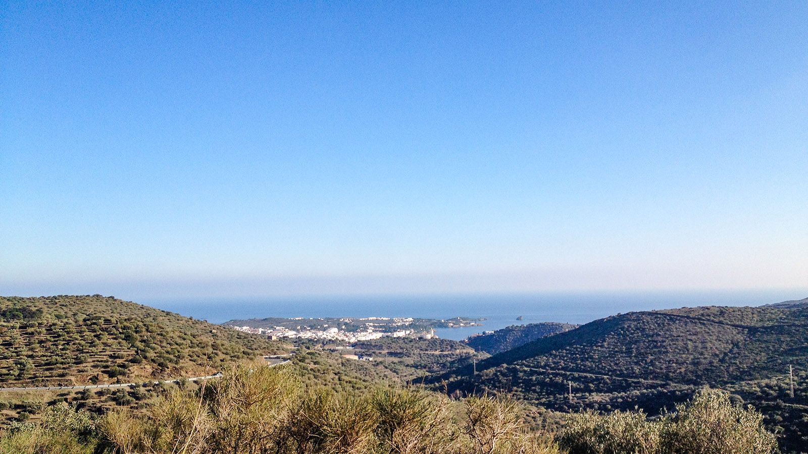 Costa Brava: Blick vom Cabo Creus auf Cadaqués. Foto: Hilke Maunder
