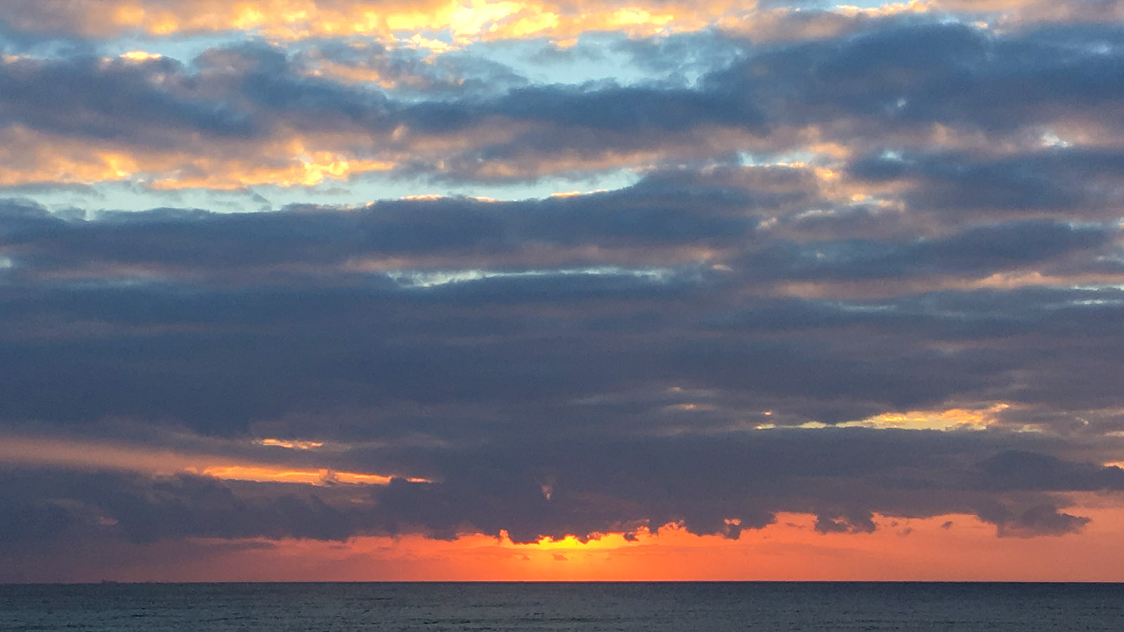 Sonnenaufgang an der Costa Brava. Foto: Hilke Maunder