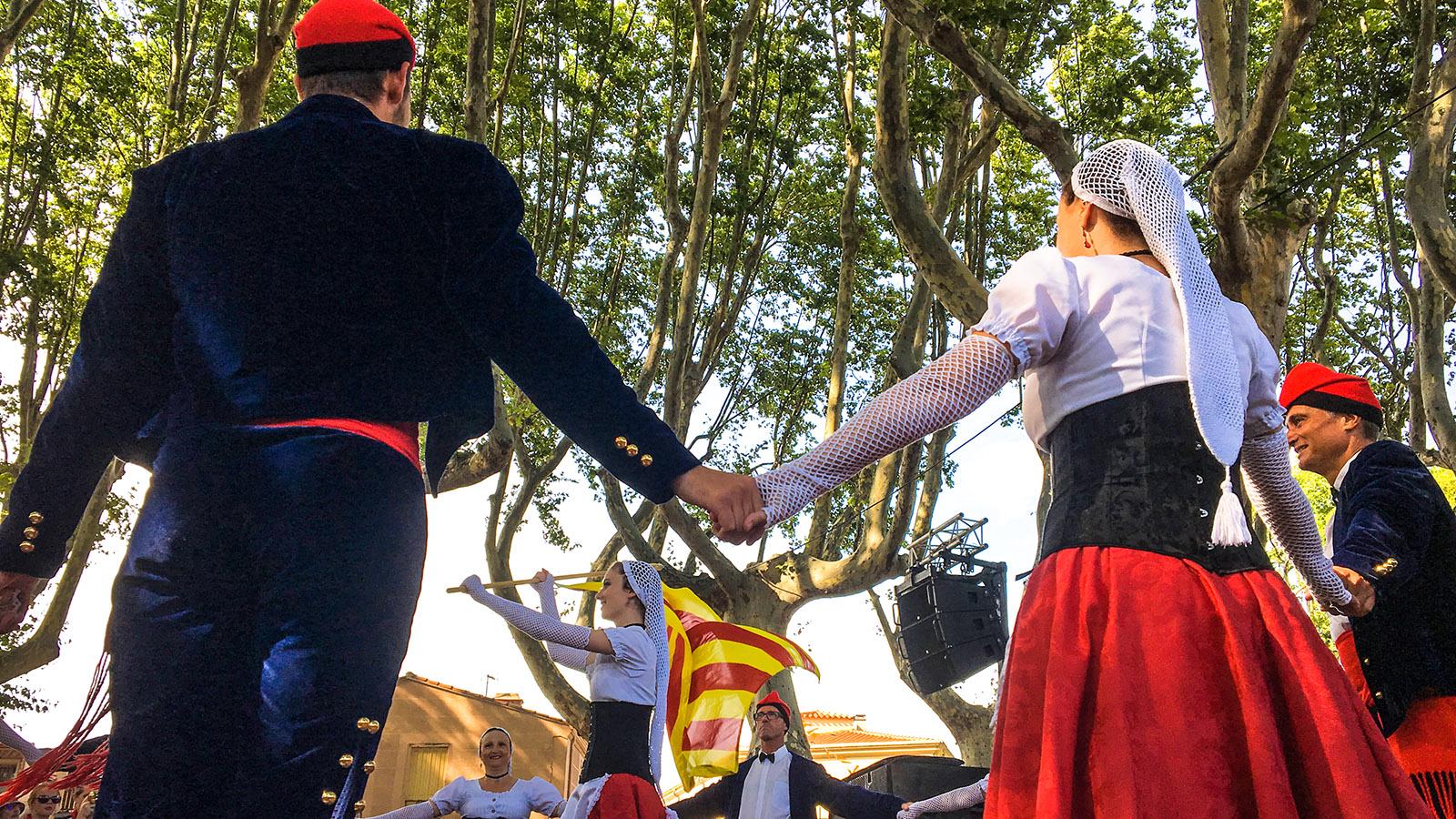 Costa Brava: Katalanen tanzen die Sardana. Foto: Hilke Maunder