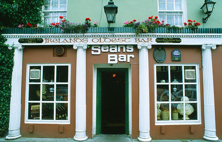IRL/Athlone: Seans Bar - Irlands älteste Bar