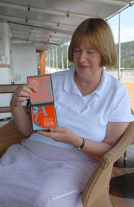 S/Göta-Kanal/MS Juno: Diana aus Hertfordshire reist mit ihrem Mann Roy auf den Spuren ihres Onkels Hans Klein, der 1932 den Götakanal bereiste.
