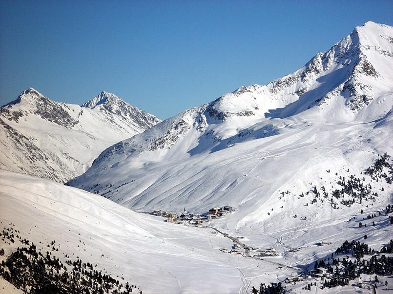 Ein Schneeloch: Kühtai in Tirol