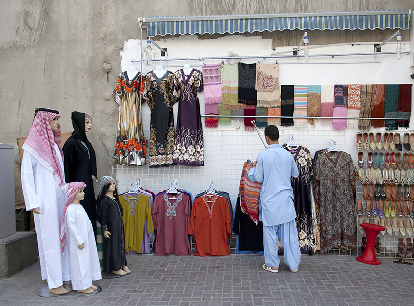 Stoffhändler in einem Souk von Dubai