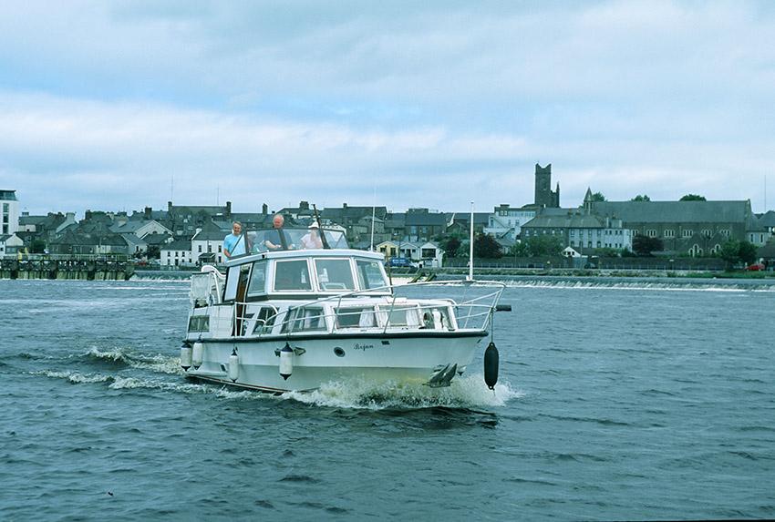 IRL/Athlone: Hausboot auf dem Shannon