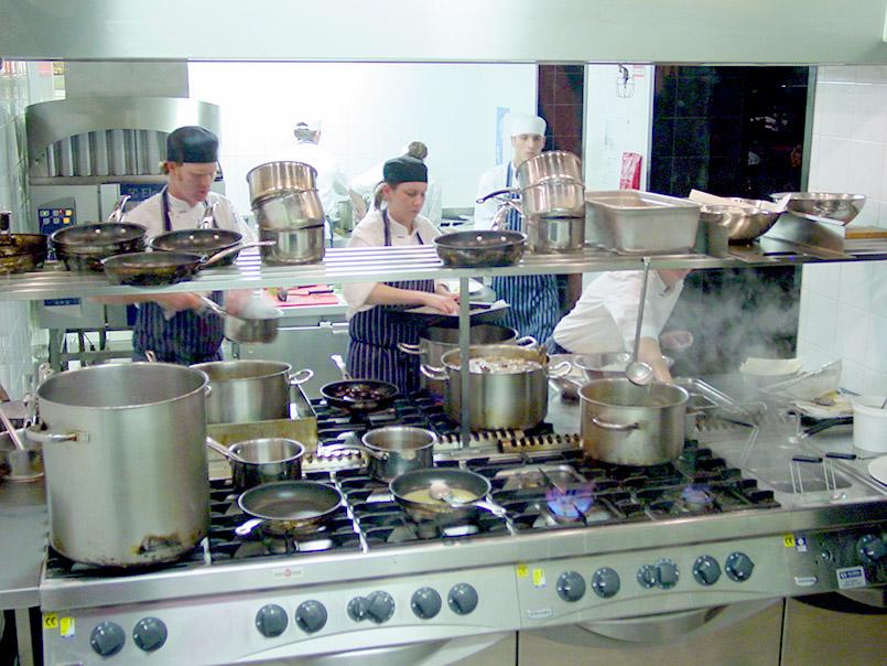 """Die Köche des Jamie Oliver Restaurant """"Fifteen"""" in Melbourne"""