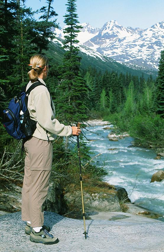 USA/Alaska/Skagway: Laughton Glacier Trail, Wanderin am Skagway River
