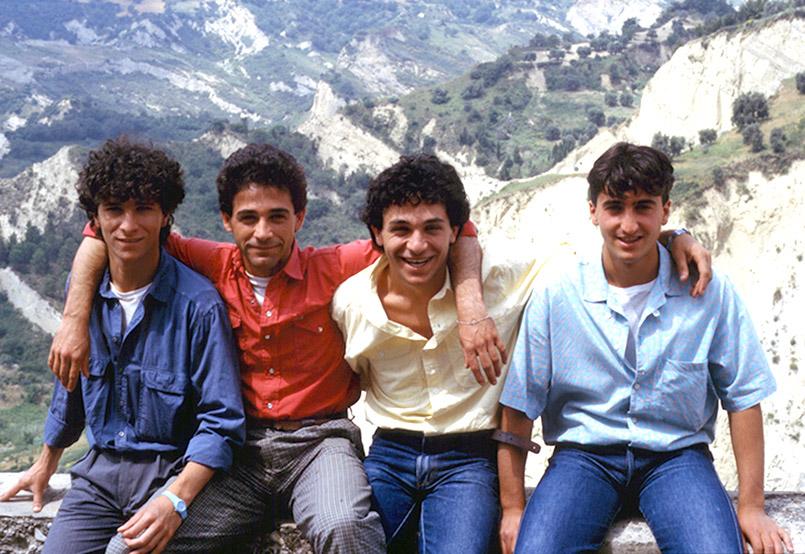 Junge Männer aus Aliano in der Basilikata