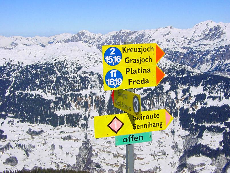 Schruns/Skigebiet Hochjoch: Pistenhinweise am Sennigrat.
