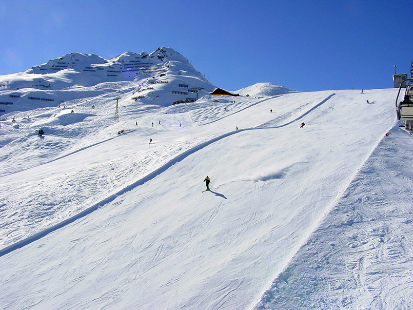 Silvretta Nova, das grösste Skigebiet im Montafon. Rote Piste Nr. 1 am Spatla-Lift.