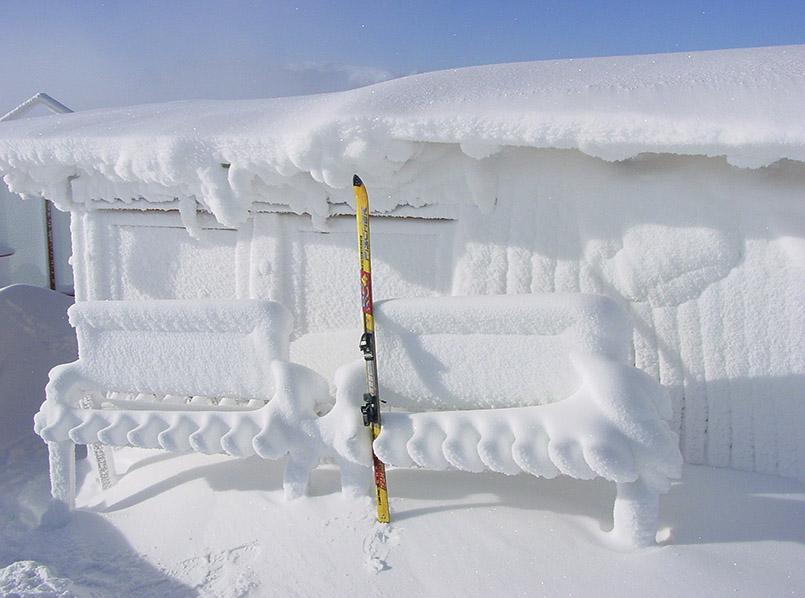 "Nassfeld: Skihütte ""Bergfex"" an der Bergstation der Gartnerkofel-Bahn."