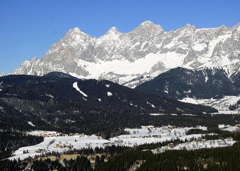 /Dachstein-Tauern/Rohrmoos: Blick zum Dachstein-Massiv mit dem Hochplateau der Ramsau.
