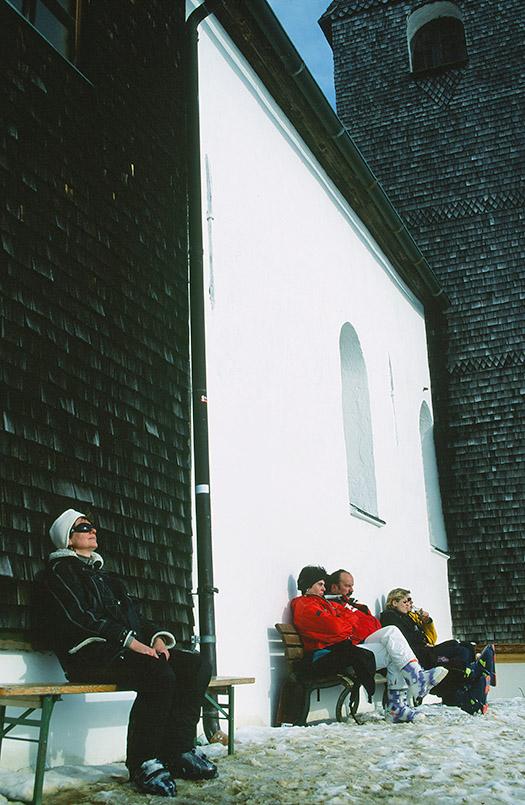 Hohe Salve: Sonnenbad an der Kapelle