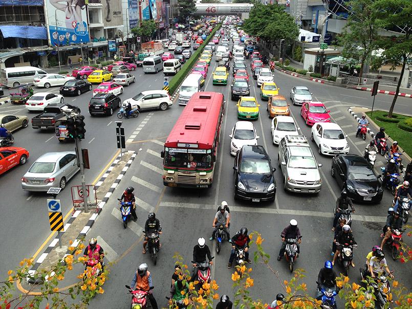 Der Verkehr in Bangkok zu ruhigen Zeiten