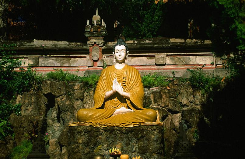 Nordküste Bali: Bei Banjar findet ihr den Brahma-Wihara-Tempel