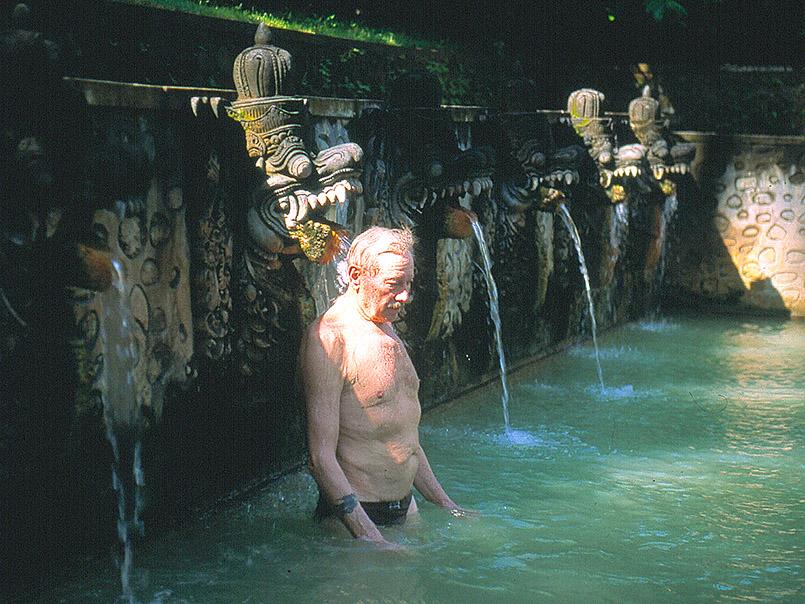 Banjar:Die heiligen heißen Quellen von Air Panas - ein Natur-Spa.