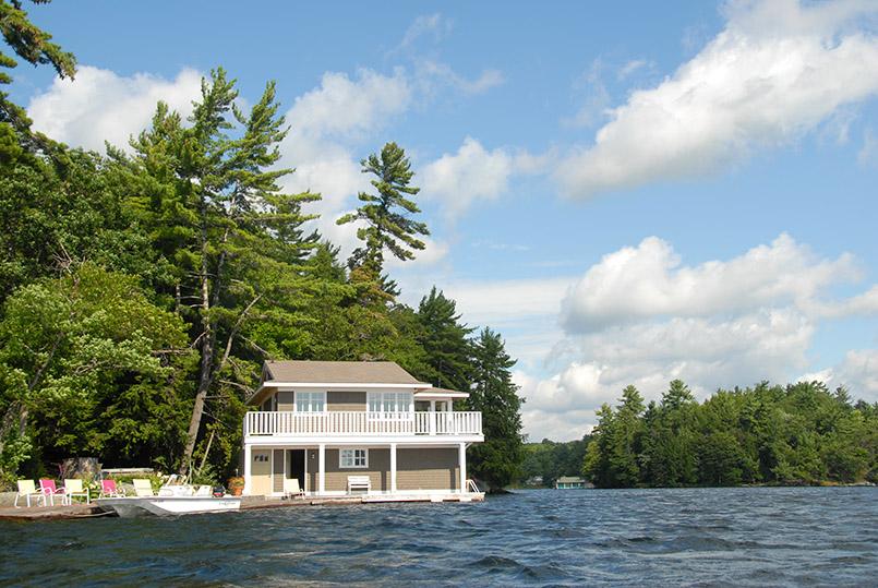 Typisch für Muskoka: die Villa direkt am See