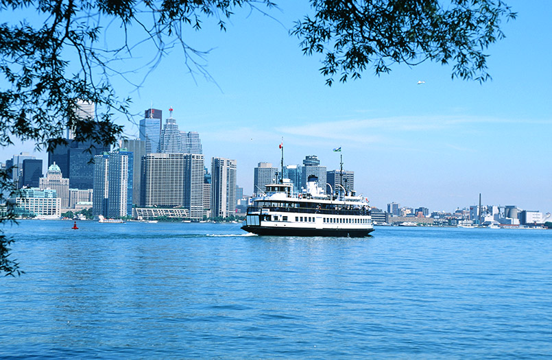 Blick von Toronto Islands auf die Skylilne der Stadt