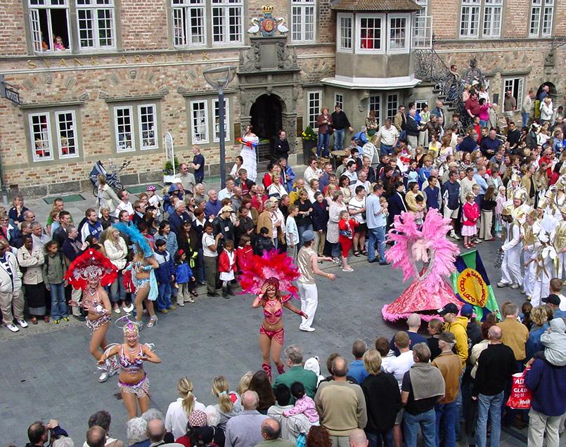 Die große Parade vom Karneval in Aalborg
