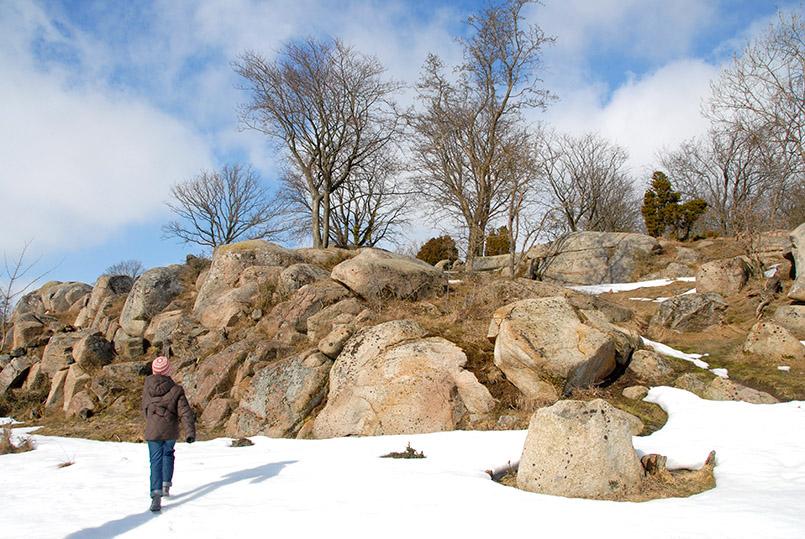 Geologie zum Anfassen: die Fennoskandinavische Randspalte lädt zum 1,2 Milliarden-Spagat.