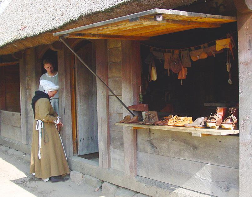 Schuhgeschäft im Mittelalterzentrum von Sundby auf Lolland