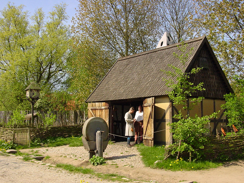 Lolland/Sundby/Middelaldercentret:die Schmiede.