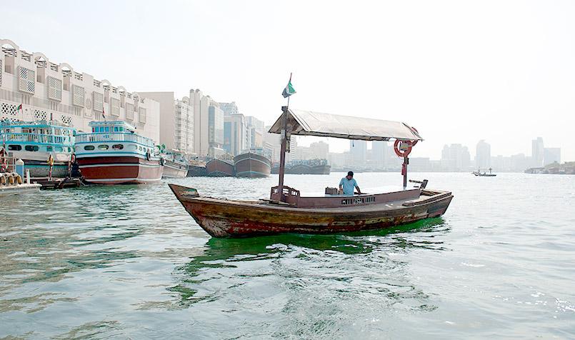 Traditionelle Fähren auf dem Dubai Creek