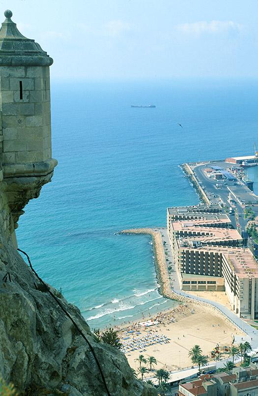 Costa Blanca/Alicante: Burgberg, Blick auf den Playa del Postiguet