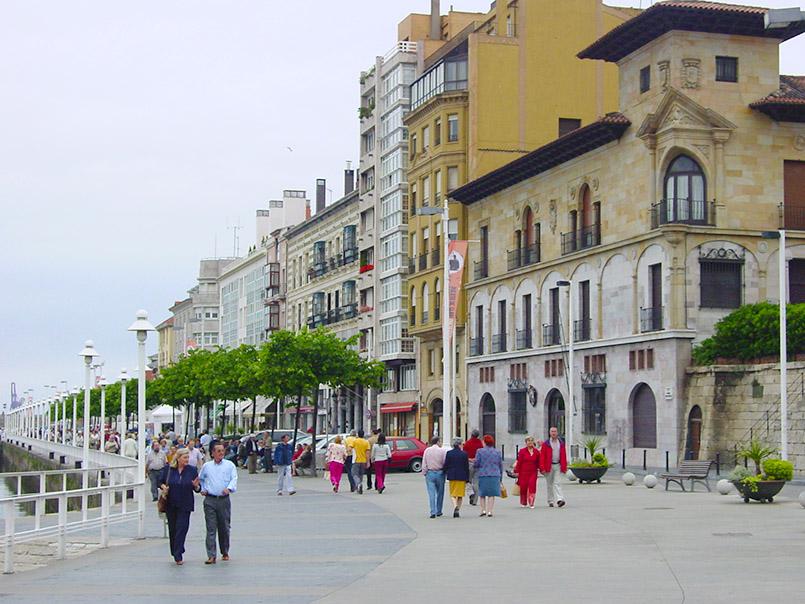 Asturien/Gijon: Promenade Claudio Alvargonzález am Jachthafen.