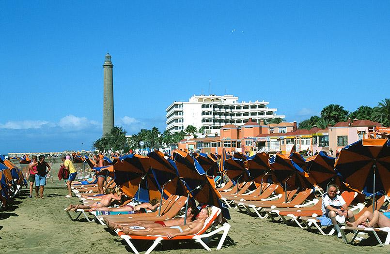 Cran Canaria/Maspalomas: Liegen am Strand beim Leuchtturm