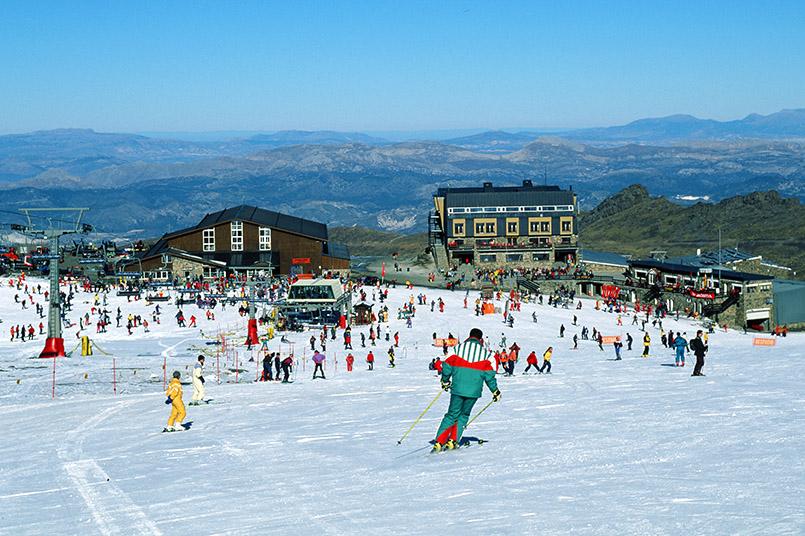 Das Skigebiet von Pradollano in der spanischen Sierra Nevada