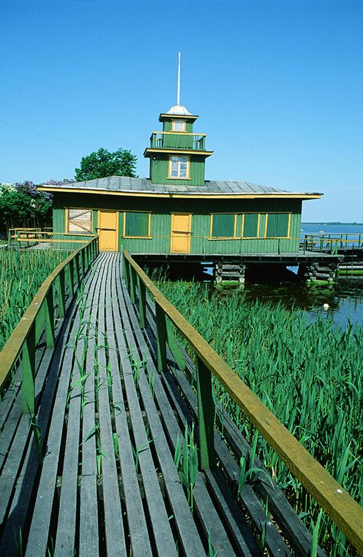 Haapsalu: Bootshaus, Steg durchs Schilf
