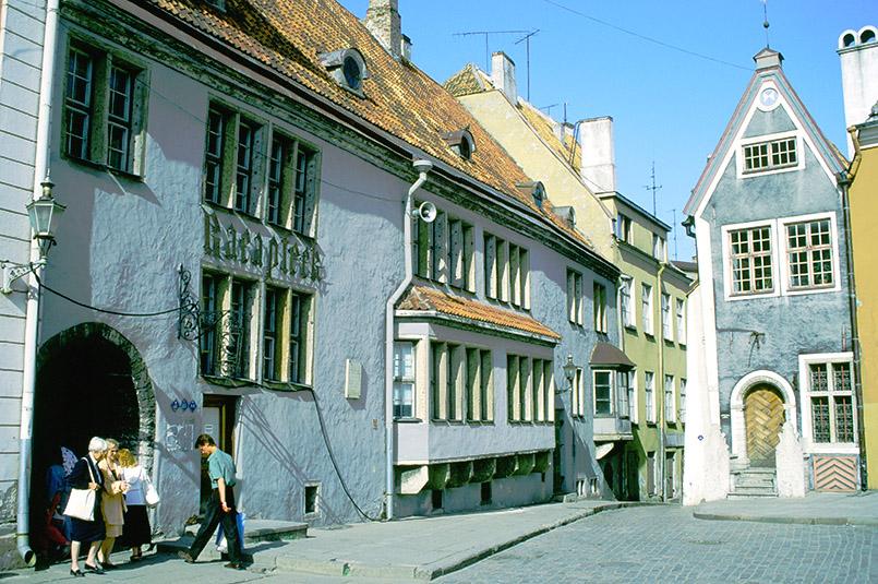 Estland/Tallinn: Rathausplatz mit Ratsapotheke
