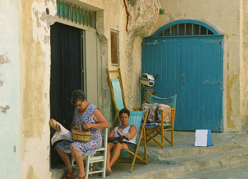 Xlendi: Frau beim Klöppeln