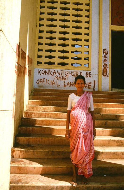 Panjim: Konkani soll Amtssprache werden, fordert die rote Schrift.